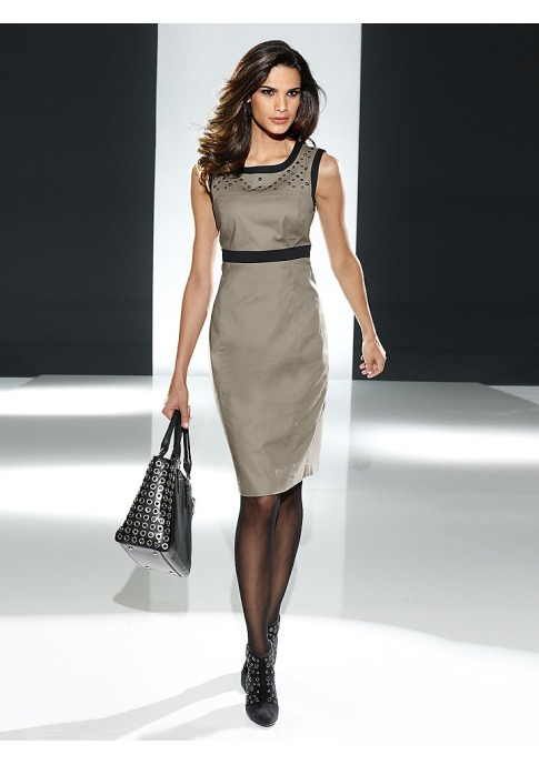 Платье футляр – классика, которая всегда в моде