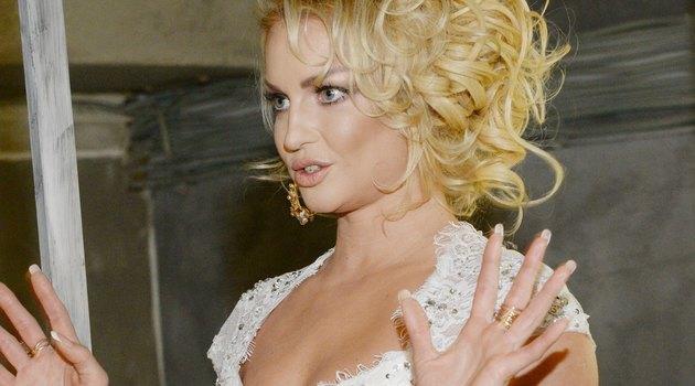 Анастасия Волочкова безуспешно подбодрила «толстых» инарвалась накритику