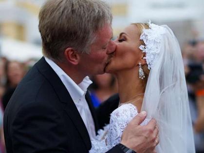 Пресс-секретарь президента женился нафигуристке